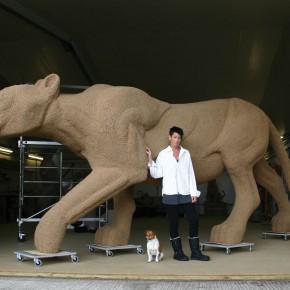 SHAUNA RICHARDSON'S GIANT OLIMPIC LIONS / CRAFTS